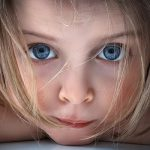 Почему ребенок бьет себя сам?